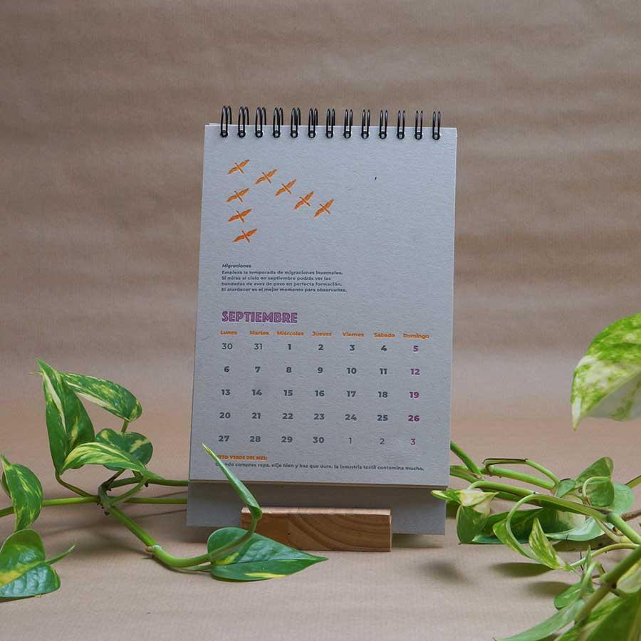 Página interior del calendario letterpress 2021, este año dedicado al medio ambiente, con curiosidades naturalistas y retos medioambientales. Mes de septiembre