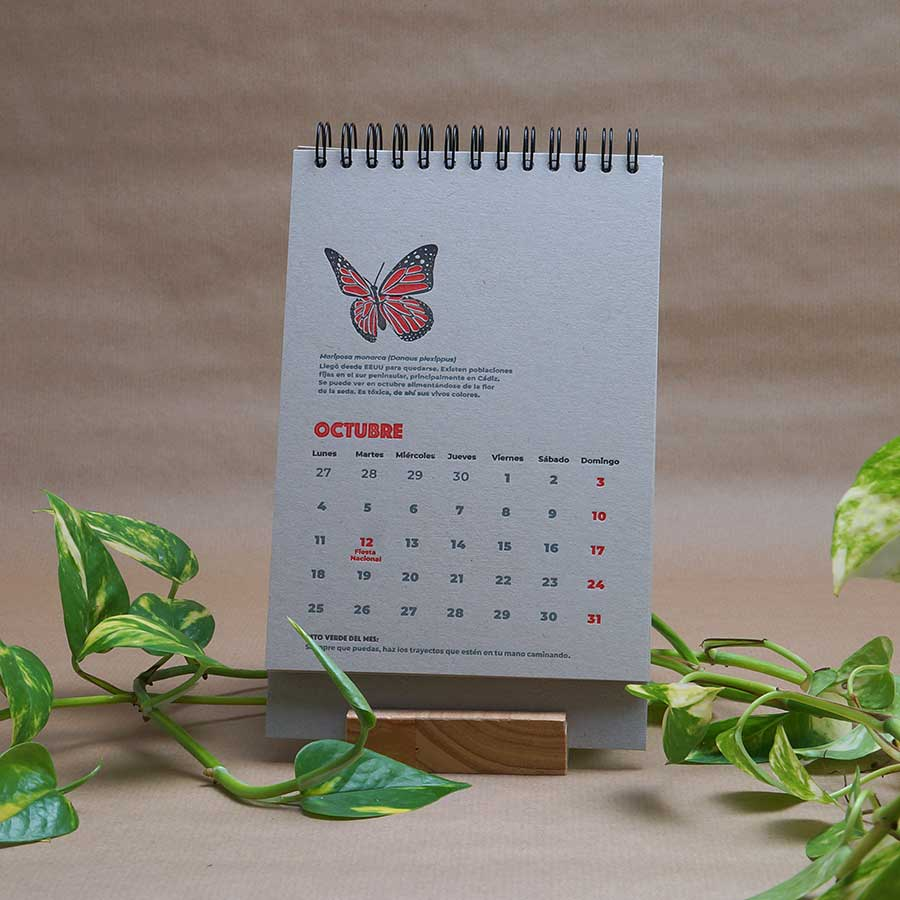 Página interior del calendario letterpress 2021, este año dedicado al medio ambiente, con curiosidades naturalistas y retos medioambientales. Mes de octubre