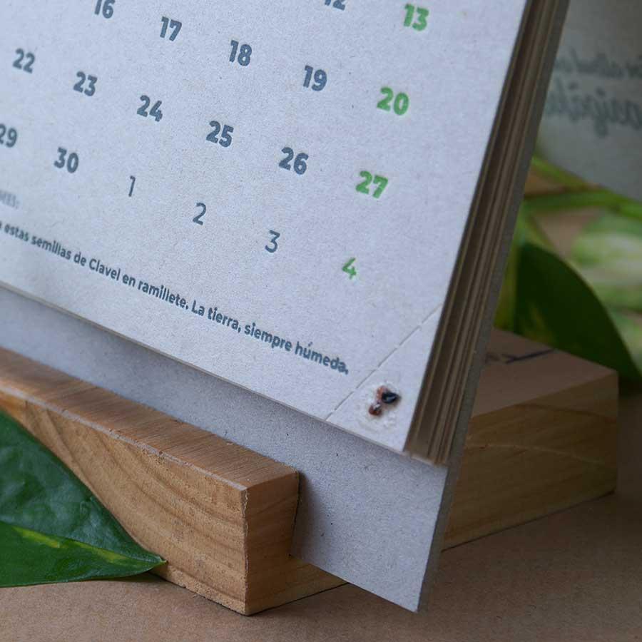 Detalle del calendario letterpress Tiporium 2021. Esquina del troquel con semillas para sembrar