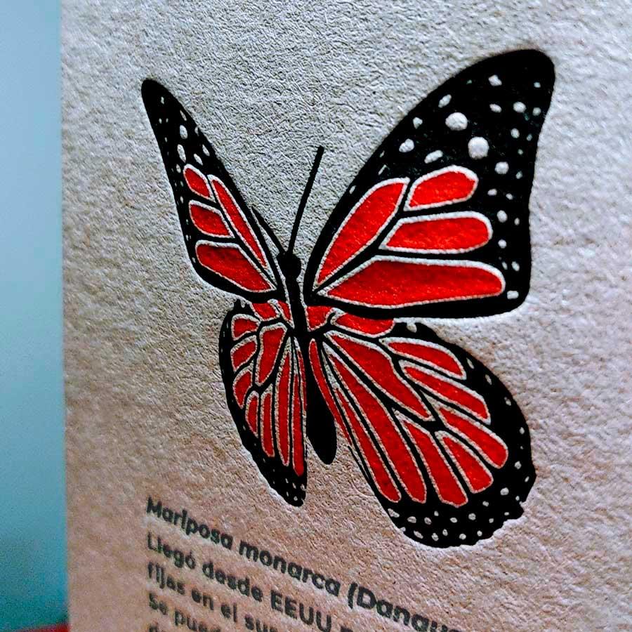 Detalle del hendido realizado en letterpress a dos tintas de un amariposa monarca del calendareio Tiporium 2021