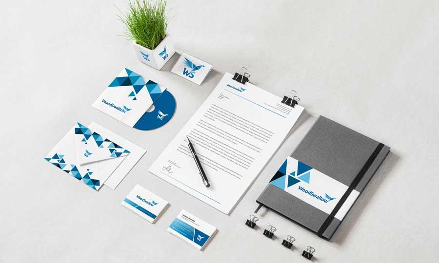 Papelería completa de Woodswallow que incluye sobre, tarjetas de visita, carta, cd, y cuaderno